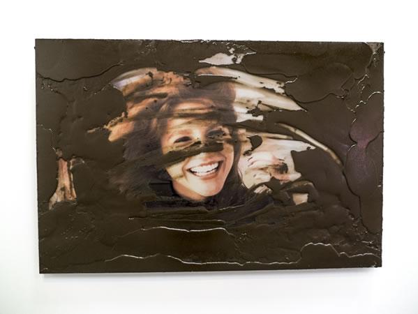 :mentalKLINIK, WALKING ON AIR, HANDE, 2014, Ceramic printed tempered glass, aluminium panel, artificial mud, 135x90cm